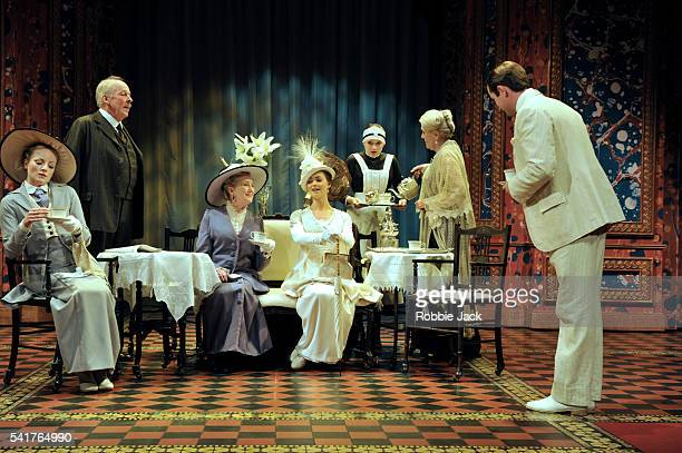 pygmalion colonel pickering Colonel pickering: british officer, amateur phonetician themes effects of control pygmalion and my fair lady 1st scene from play and musical version:.