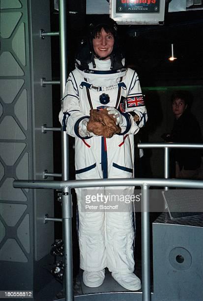 Helen Patricia Sharman Madame Tussaud's WachsfigurenKabinettRaumanzug Raumfahrt All London England Großbritannien