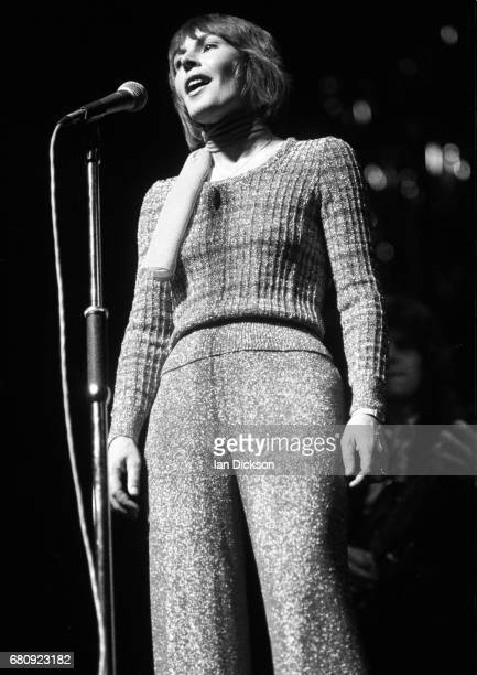 Helen Reddy performing on stage, London, 1974.