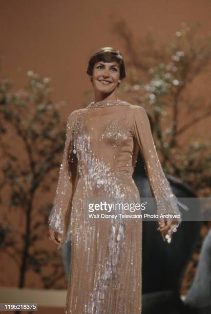 Helen Reddy performing on the ABC tv special 'The Helen Reddy Special'.