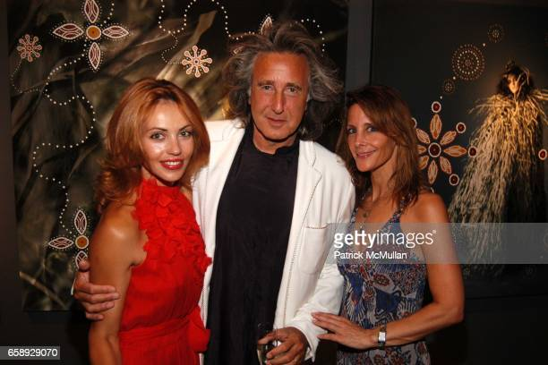 Helen Schwartz Alan Schwartz and Ronni Ramirez attend A Private Dinner in Honor of NOMAD TWO WORLDS at the Keszler Gallery on August 14 2009 in...