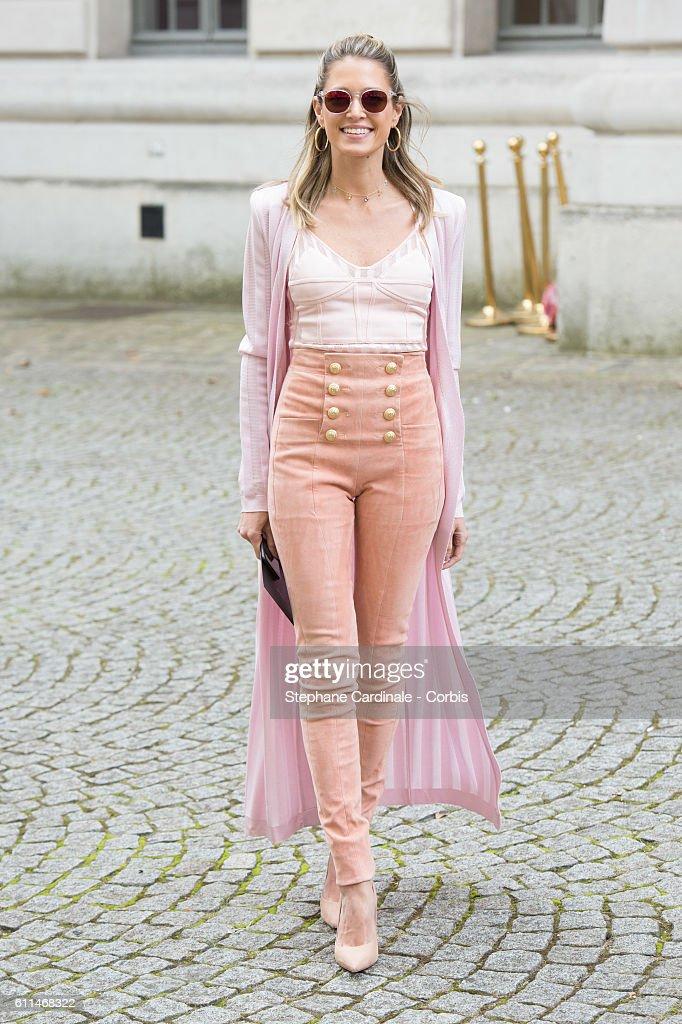Balmain : Outside Arrivals- Paris Fashion Week Womenswear Spring/Summer 2017 : News Photo