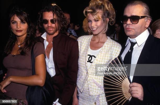 Helena Christensen Michael Hutchence Claudia Schiffer et Karl Lagerfeld lors du défilé haute couture de Chanel en juillet 1992 à Paris France