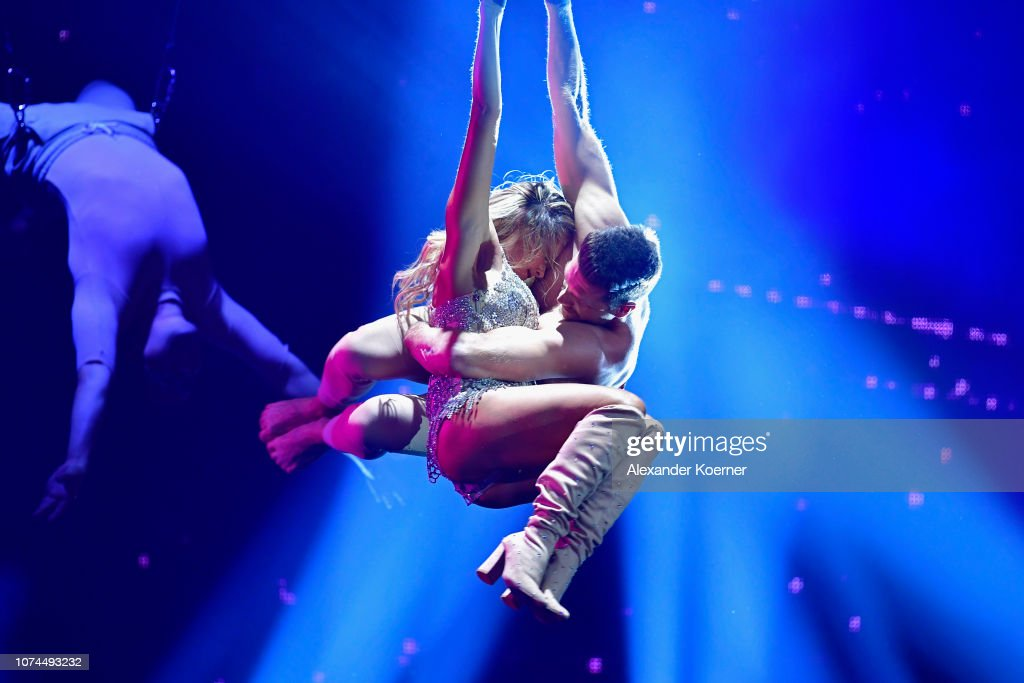Helene Fischer And Thomas Seitel Perform Live On Stage During The News Photo Getty Images