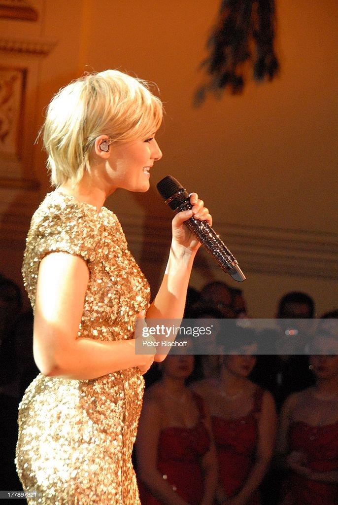 Helene Fischer , dahinter Publikum, MDR-Live-Konzert bei 7