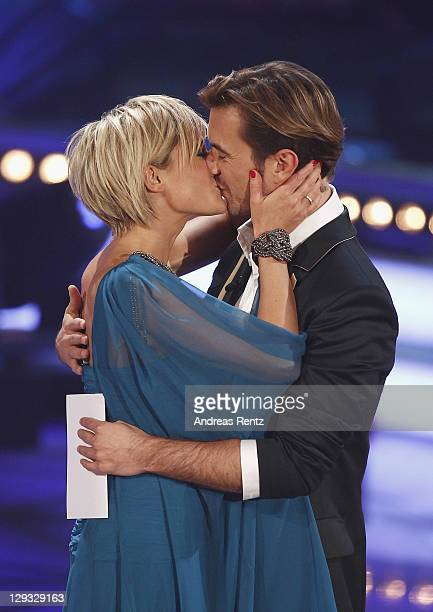 Helene Fischer kisses her partner Florian Silbereisen during the 'Das Herbstfest der Abenteuer' music show on October 15 2011 in Chemnitz Germany