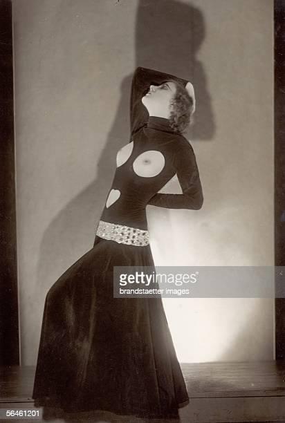 Helene Shelda as Fee de la nuit Photography Around 1930 [Helene Shelda als Fee de la nuit Photographie um 1930]