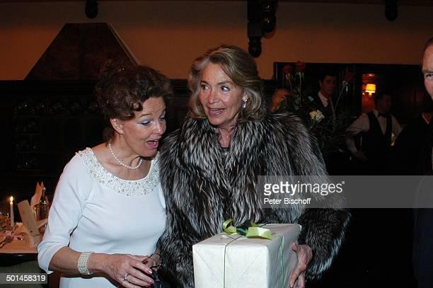 Helga Schlack Gratulantin Party zum 80 Geburtstag von P e e r S c h m i d t Restaurant Moorlake Berlin Wannsee Deutschland Europa Geburtstagsfeier...