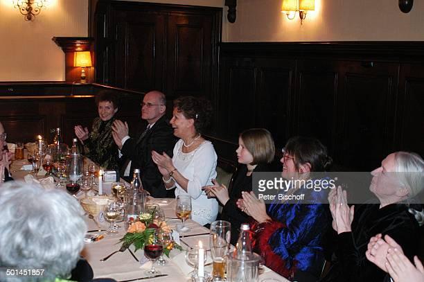 Helga Schlack Petra Kluge Angret Bause und deren Enkelin Anneli Bause Barbara Bärbel Prey Party zum 80 Geburtstag von P e e r S c h m i d t...