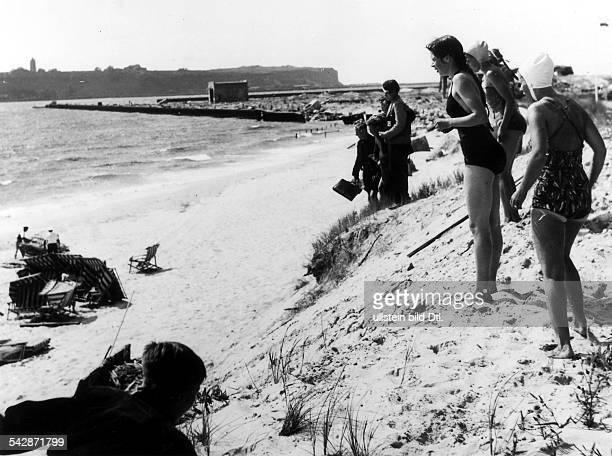 Helgoland Die ersten Badegäste nach dem Krieg Juli 1952
