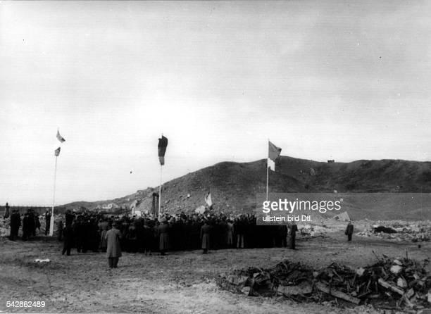 Helgoland gehört wieder zu DeutschlandMit dem Hissen derschleswigholsteinischen Landesflagge undder grünrotweißen Helgoländer Fahneunter Anwesenheit...
