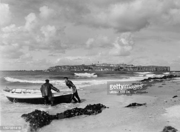Fishermen and fishing boat on the beach undated Vintage property of ullstein bild 22