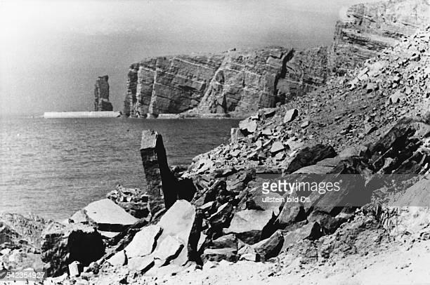 Helgoland Nach der Sprengung der militärischen Anlagen auf der Insel Blick entlang der Westküste mit Blick auf die Nordspitze mit Hengst