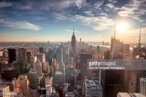 helicopter aerial view of new york city - new york stock-fotos und bilder