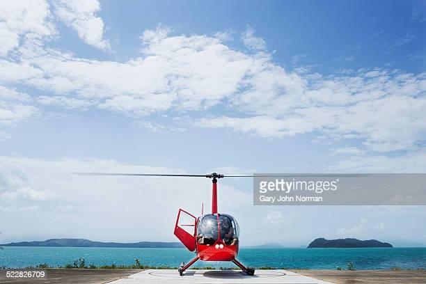 helicopter landed on island. - helicóptero fotografías e imágenes de stock