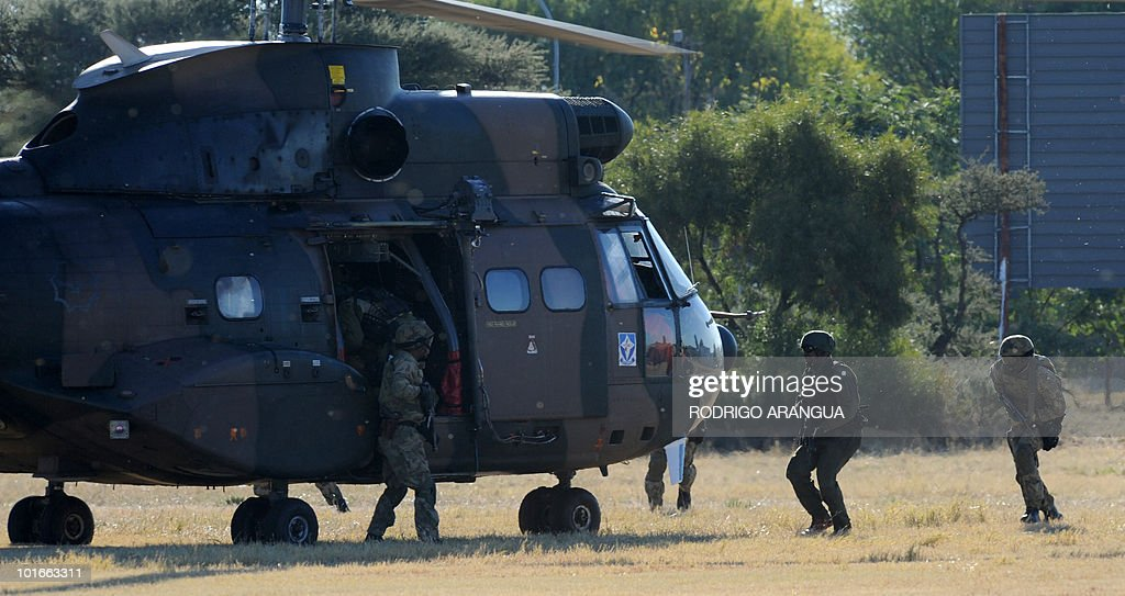 A helicopter of the South African Army remains near the GWK Park stadium in Kimberley before a training session of the Uruguayan national team in Kimberley on June 6, 2010. Uruguay will play their first match of the 2010 World Cup against France on June 11 in Cape Town. AFP PHOTO / Rodrigo ARANGUA