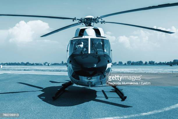 helicopter on the ground - helicopter photos stock pictures, royalty-free photos & images