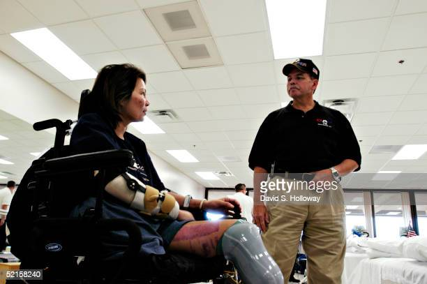 WASHINGTON JANUARY 7 Helicopter pilot Major Ladda Tammy Duckworth of the Illinois National Guard in Chicago IL talks to DAV member and Vietnam...