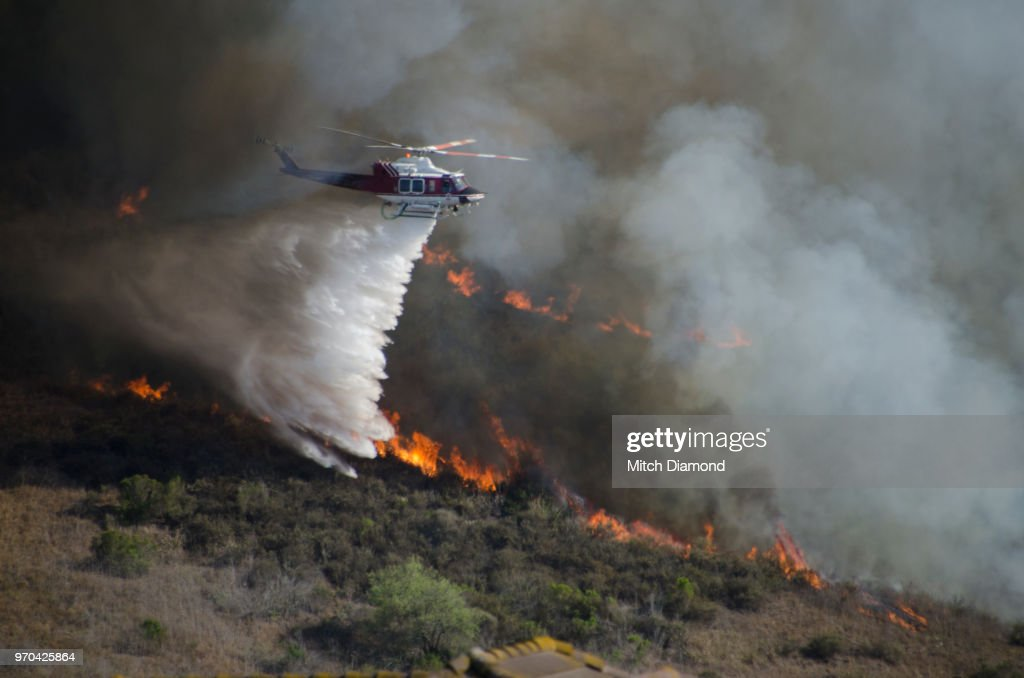 Helicopters Fighting California Wildfire : Stock Photo