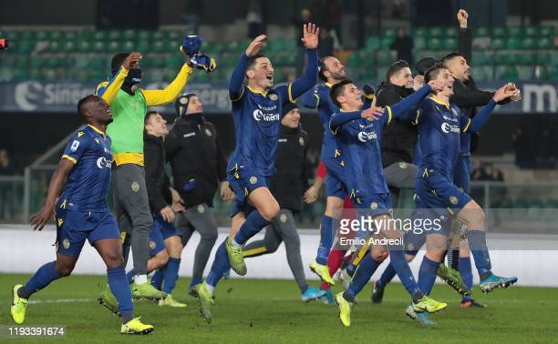 Hellas Verona players celebrate the victory at the end of the Serie A match between Hellas Verona and Genoa CFC at Stadio Marcantonio Bentegodi on...