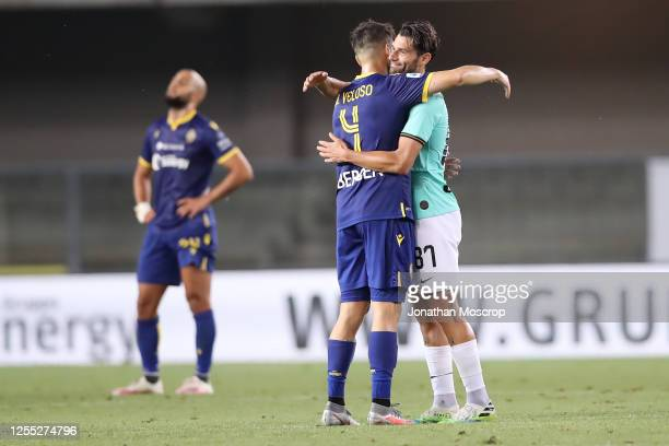Hellas Verona's Portuguese midfielder Miguel Veloso and Inter's Italian midfielder Antonio Candreva embrace after the final whistle of the Serie A...