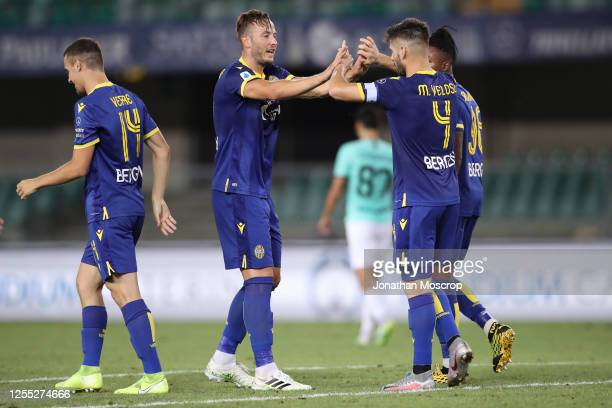 Hellas Verona's Portuguese midfielder Miguel Veloso celebrates with team mates after scoring to level the game at 22 during the Serie A match between...
