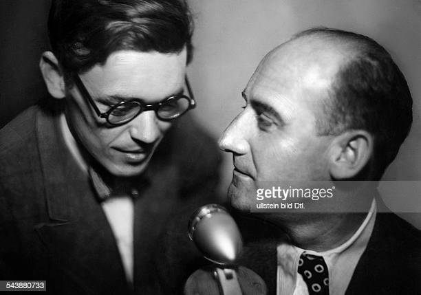 Hellhoff Hans Radio announcer Germanywith Peter Arco Photographer Ullmann Published by 'Hier Berlin' 22/1937Vintage property of ullstein bild