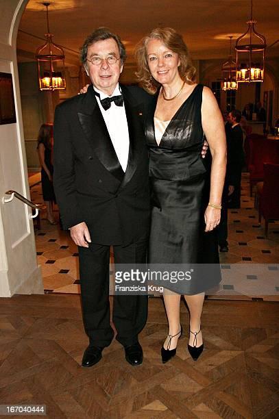 """Hellmuth Karasek Und Ehefrau Armgard Bei Der Verleihung Der """"Gala Spa Awards"""" Im Brenner'S Park Hotel In Baden Baden Am 250306 ."""