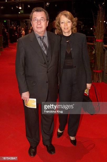 Hellmuth Karasek Und Ehefrau Armgard Seegers Bei Eröffnungsfilm Heaven Bei Der Berlinale Am 060202