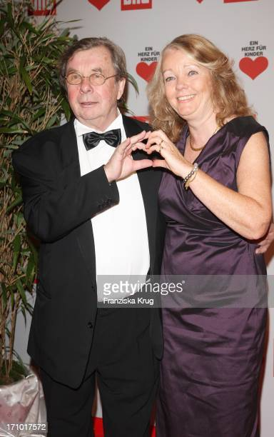 Hellmuth Karasek Und Ehefrau Dr Armgard Karasek Bei Der Ein Herz Für Kinder Gala In Der Ullsteinhalle In Berlin Am 121209