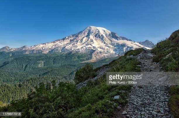 hello mt rainier - pinnacle peak stock-fotos und bilder