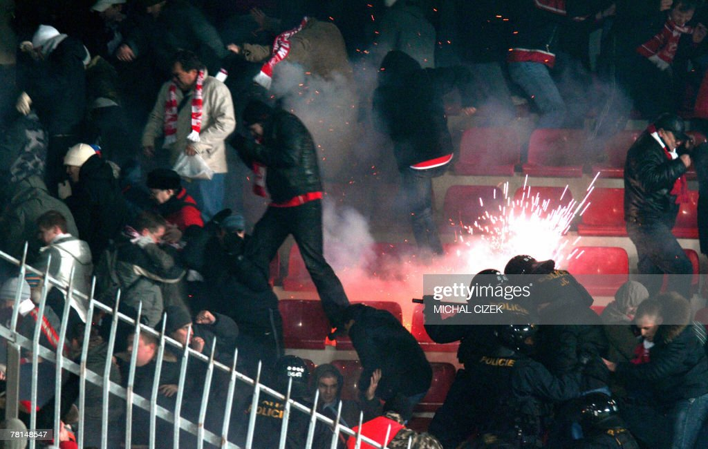 Helmeted anti-riot policemen (R) clash w : News Photo