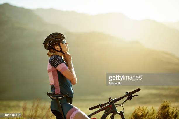 helmets before injuries - racing bicycle stock pictures, royalty-free photos & images