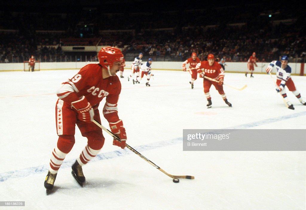 1980 Exhibition Game: USSR v USA : News Photo