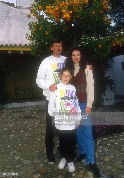 Helmut Förnbacher Ehefrau Kristina Nel Tochter Sandra Urlaub Sevilla /Spanien Hotel Hazienda Benazuza Hof Apfelsinenbaum Apfelsine Obstbaum Südfrucht...