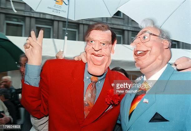 Helmut Kohl mit GerhardSchröder als GumPuppen 10jähriges Jubiläumder GumPuppen Studios