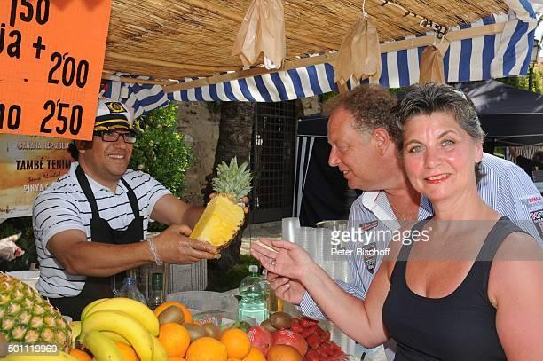 """Helmut Lernbecher, Ehefrau Yvonne , Flitterwochen-K r e u z f a h r t mit """"A I D A v i t a"""", Markt, Palma de Mallorca, Insel Mallorca, Balearen,..."""