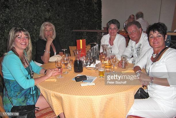 Helmut Lernbecher Ehefrau Yvonne mit Freunden Flitterwochen mit Kreuzfahrtschiff AIDAvita Alicante Spanien Europa Urlaub Kreuzfahrt Ehemann E