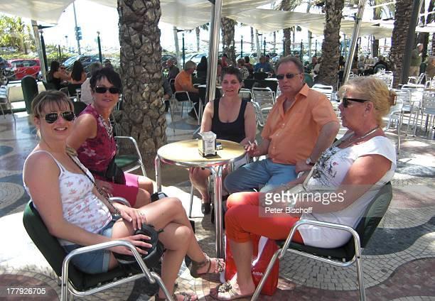 Helmut Lernbecher Ehefrau Yvonne mit Freunden FlitterwochenK r e u z f a h r t mit A I D A v i t a Alicante Spanien Europa Urlaub Landgang Ehemann E
