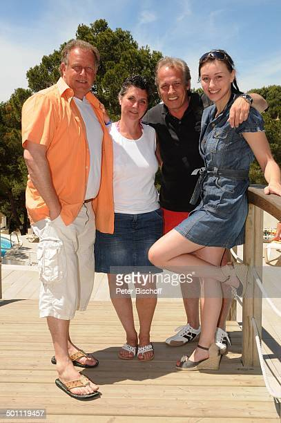 "Helmut Lernbecher und Ehefrau Yvonne , Andreas Lebbing und Carolin Frölian , Flitterwochen-K r e u z f a h r t mit ""A I D A v i t a"", Iberostar Cala..."