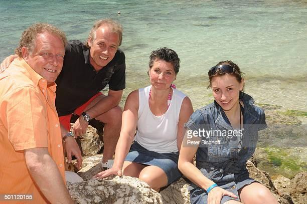 Helmut Lernbecher und Ehefrau Yvonne Andreas Lebbing und Carolin Frölian FlitterwochenK r e u z f a h r t mit A I D A v i t a Cala Barca Insel...