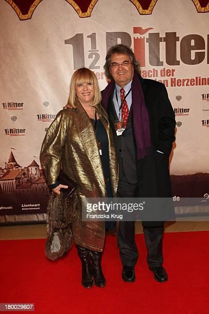 Helmut Markwort Und Ehefrau Patricia Riekel Nadine Krüger Bei Der 1 1/2 Ritter Premiere In Berlin.