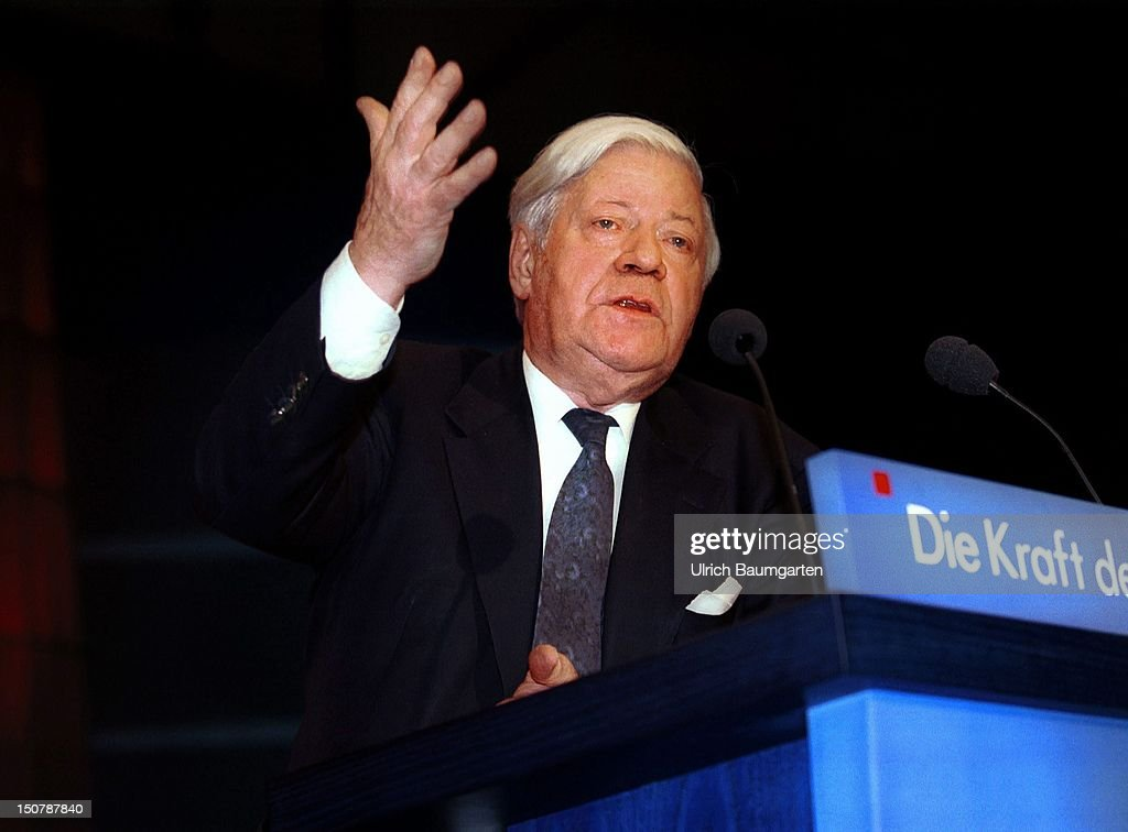 Helmut SCHMIDT (SPD), during his speech at the SPD party conference in Leipzig.