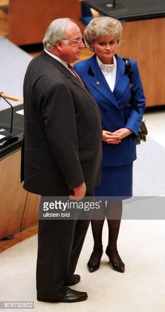Helmut und Hannelore Kohl im deutschen Bundestag in Bonn im November 1994