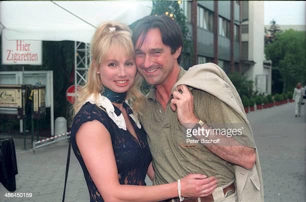 """Helmut Zierl, Ehefrau Dolly Dollar, Feier zum 50/ Geburtstag von """"Klein Hollywood"""" im """"Studio Hamburg"""" am , Hamburg, Deutschland."""