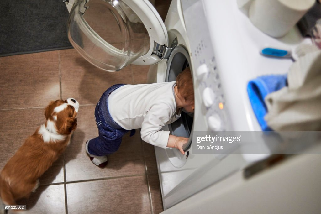 me ajude a consertar esta máquina de lavar roupa : Foto de stock