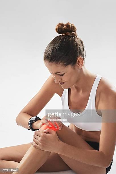 help your knees!! - ledematen lichaamsdeel stockfoto's en -beelden