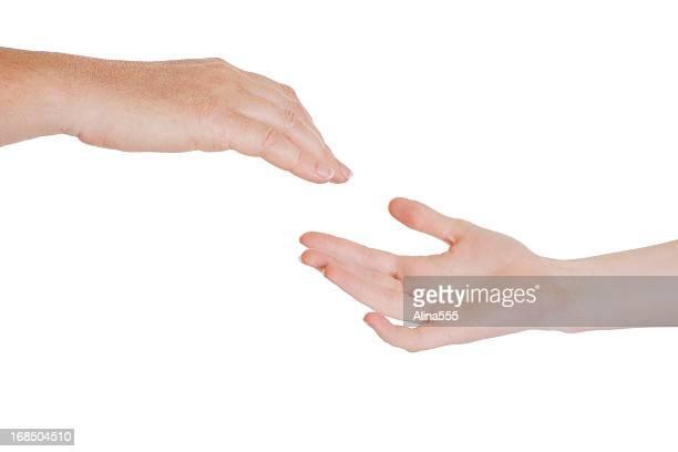 Helfende hand: Fürsorgliche komfortable Erwachsenen hand erreichen für chilld's