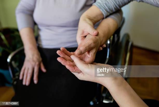 救いの手 - 麻痺 ストックフォトと画像