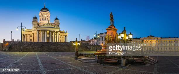 helsinki cathedral government palace senate square illuminated dusk panorama finland - helsinki stockfoto's en -beelden